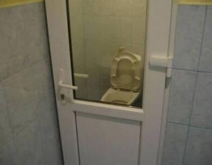 Plumbin-fail-Clear-Bathroom-Door